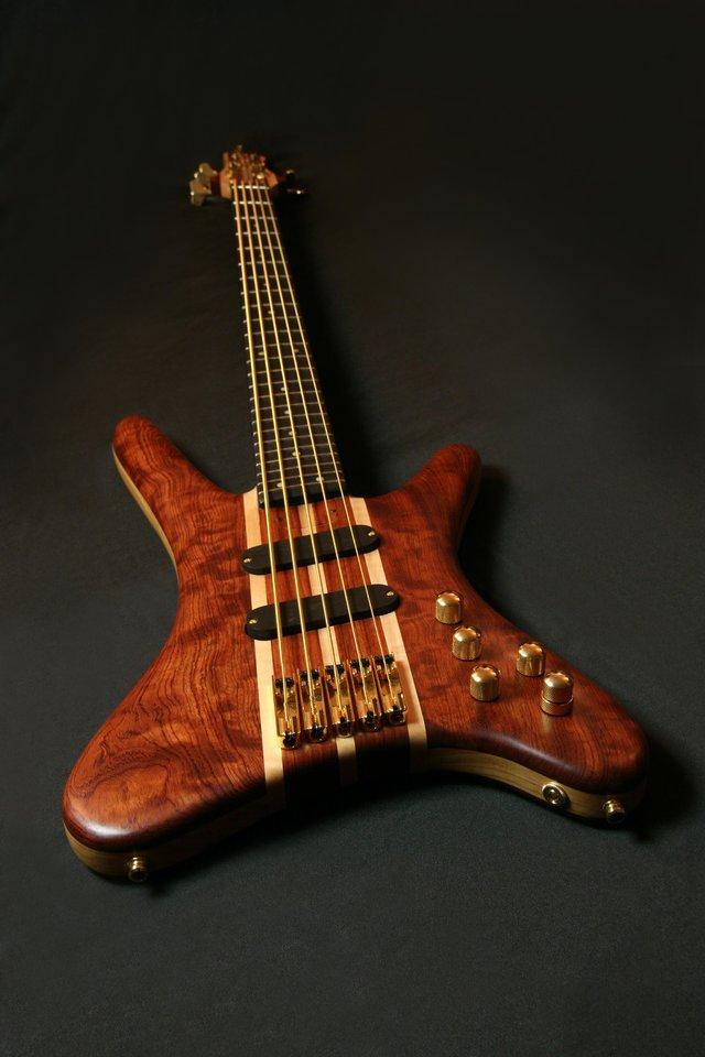 AP Bass 01-3.jpg