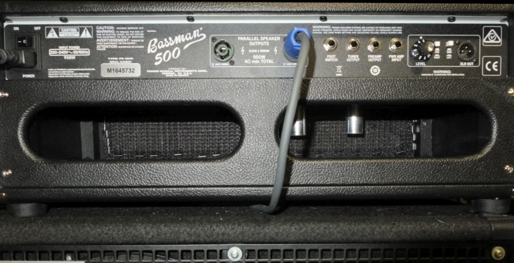 Fender Bassmann 500 back