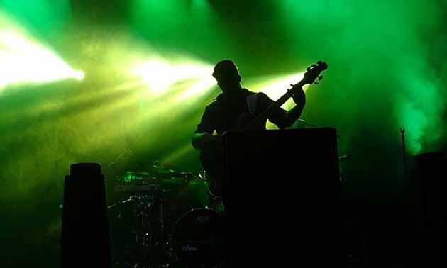 der-erste-auftritt-bassist