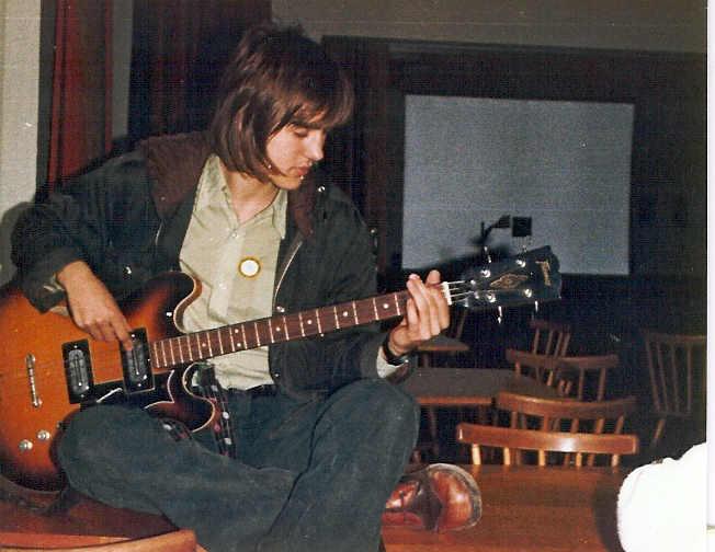 Dieter am Bass 1975.jpg