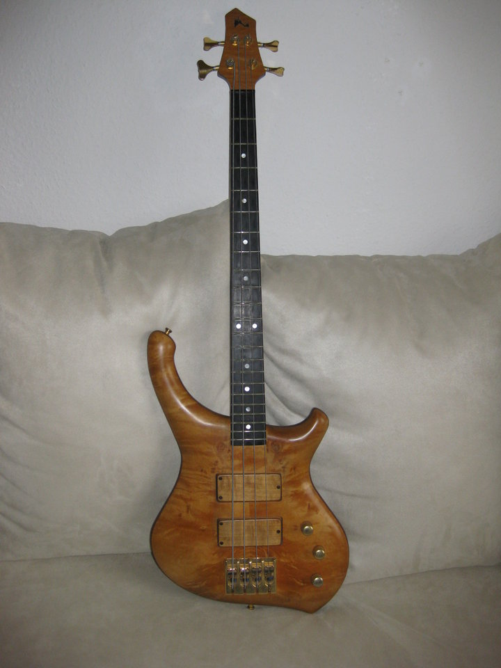 Formentera Jost-Bass shortscale.JPG
