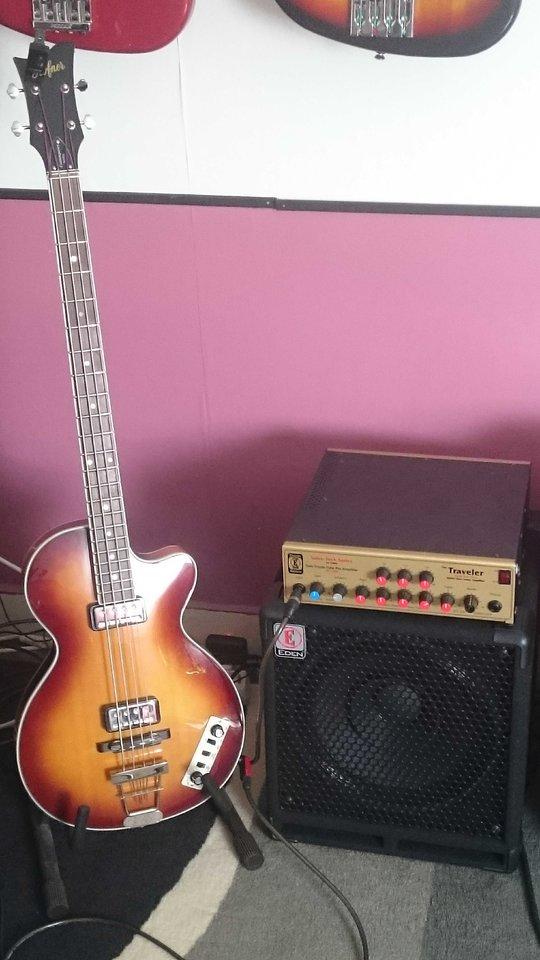 Höfner Club Bass 3.jpg
