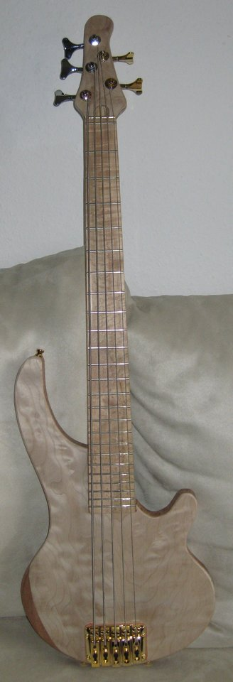 Kaiser Jost-Bass 5 shortscale Rohbau.JPG