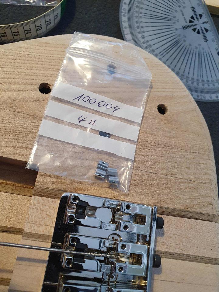 T01 Schraubnippel auf Bass.jpg