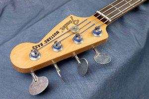 Fender_Mustang_JMJ_Kopf_vorne.jpg