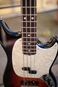 Fender Mustang Bass-5.jpg