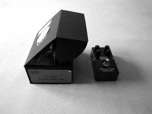 MXR-Bass-Fuzz-mit-Verpackung.JPG