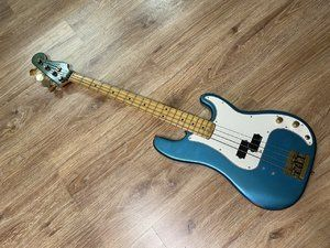Fender Precision Special 1980 lake placid blue ~ matching headstock
