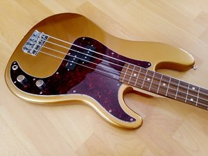Precision Bass - Gold Metallic - Squier Hals - EMG GRZ Pickup