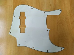 3 x Jazz Bass Pickguards white je 15,-€ inkl. Versand