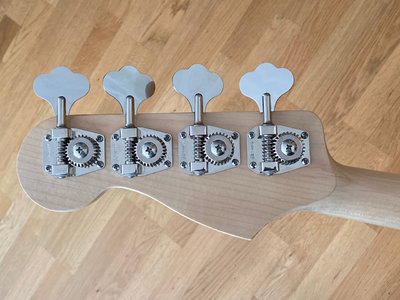 Squier Paranormal Jazz Bass - 3.jpeg